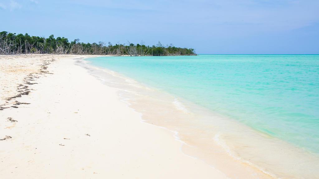 Der Strand von Cayo Levisa überzeugt durch schneeweißen Sand und kristallklares Meer.