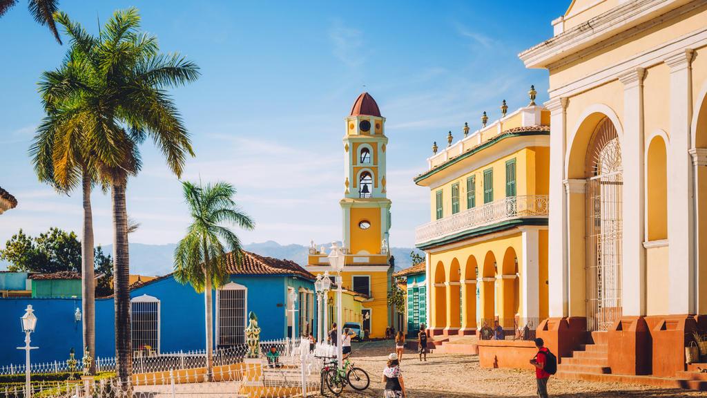 Die Stadt Trinidad beeindruckt mit bunt angestrichenen Stadtvillen und imposanten Gebäuden wie dem Historischen Museum.