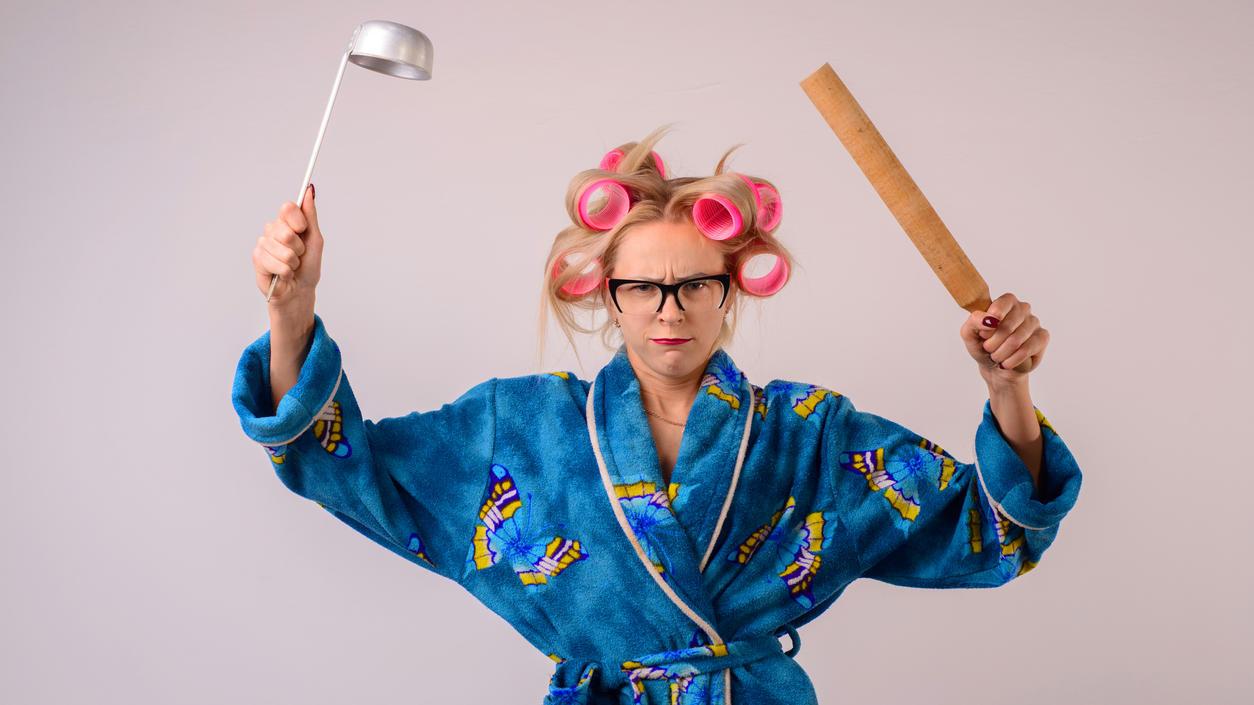 Die strenge Hausfrau: Nur eins von vielen Last-Minute-Verkleidungen, die ruckzuck zusammengestellt sind!