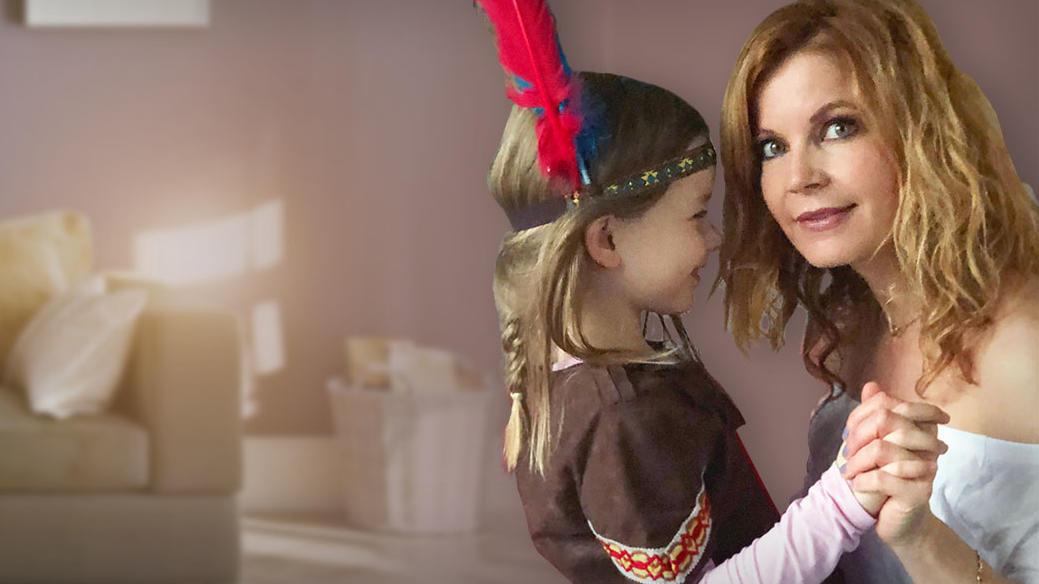 Eva Imhof und ihre Tochter lassen an Karneval Fünfe gerade sein.