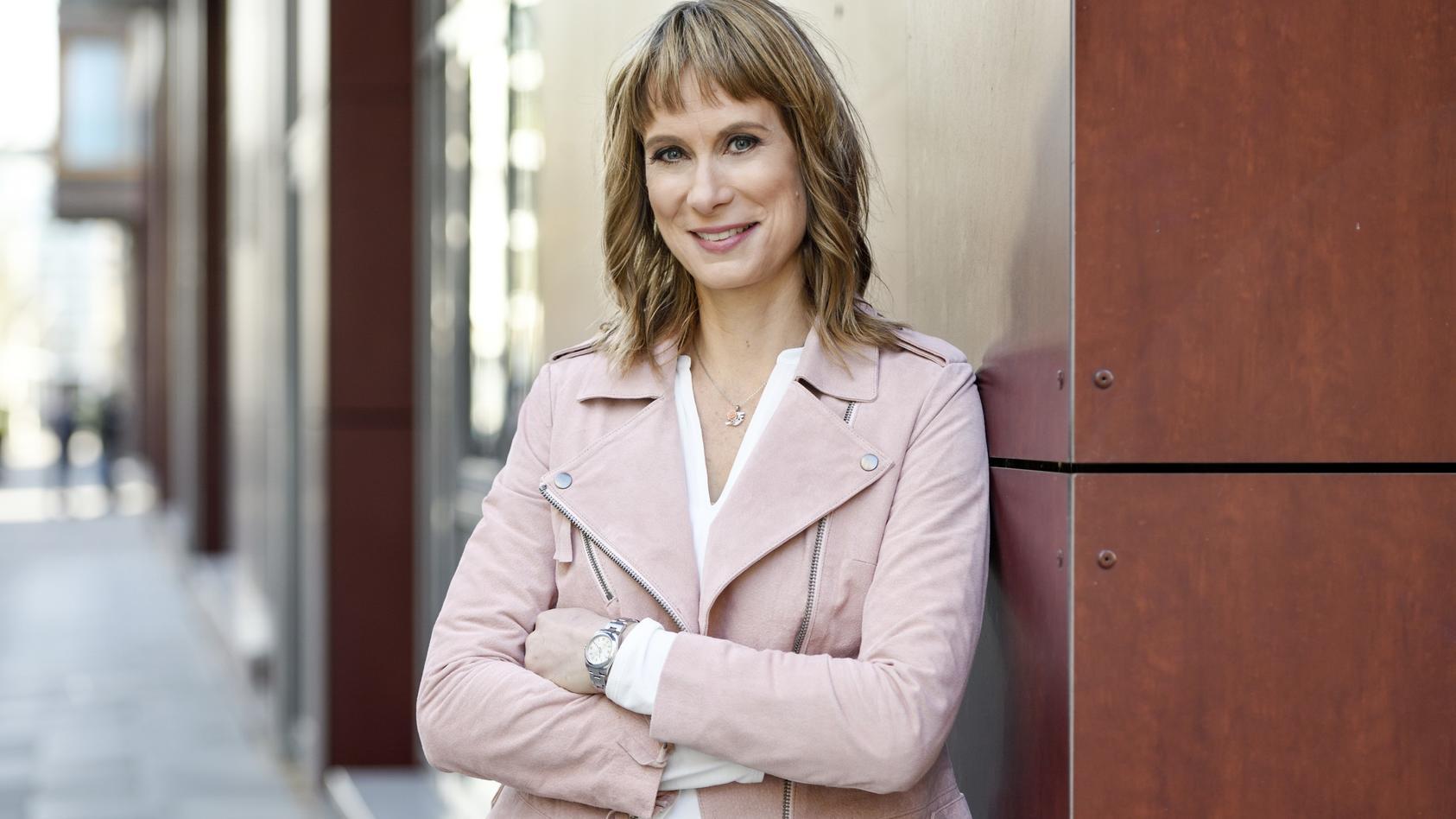 """""""Vermisst""""-Moderatorin Sandra Eckardt ist viel unterwegs, um vermisste  geliebte Menschen zu finden."""