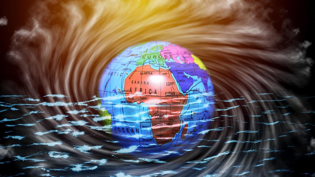 Erdglobus im Wasser, Symbolfoto Klimawandel, Anstieg des Meeresspiegels   globe in water, climate change   Verwendung weltweit