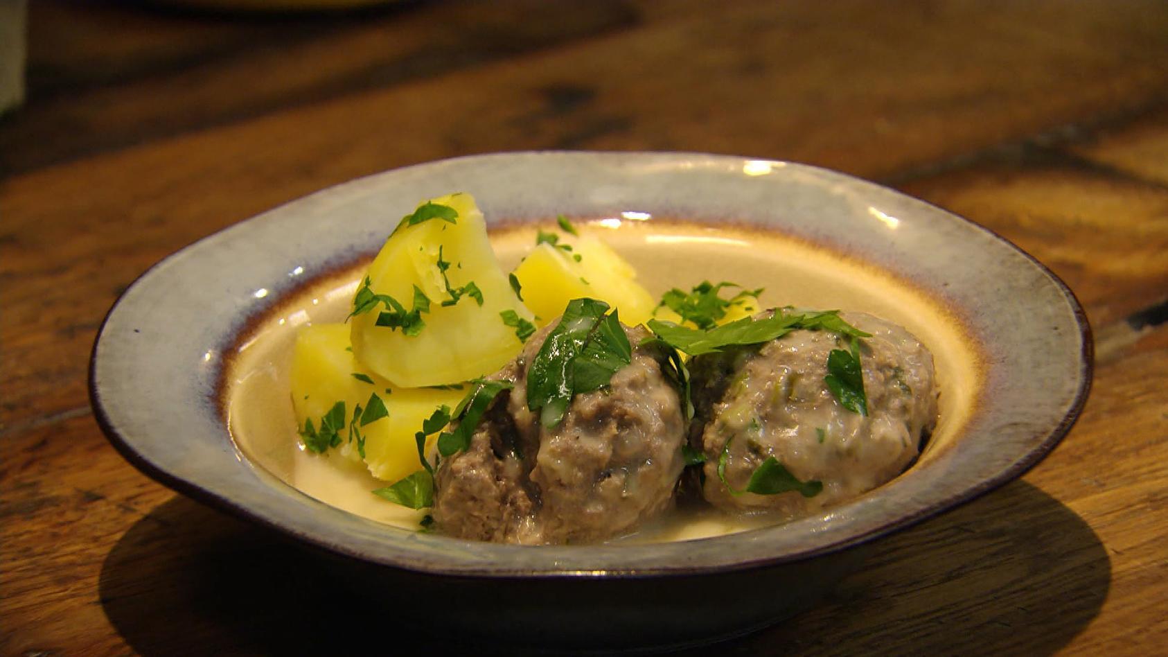 Regionale Küche – So is(s)t der Osten: Königsberger Klopse mit Petersilien-Kartoffeln