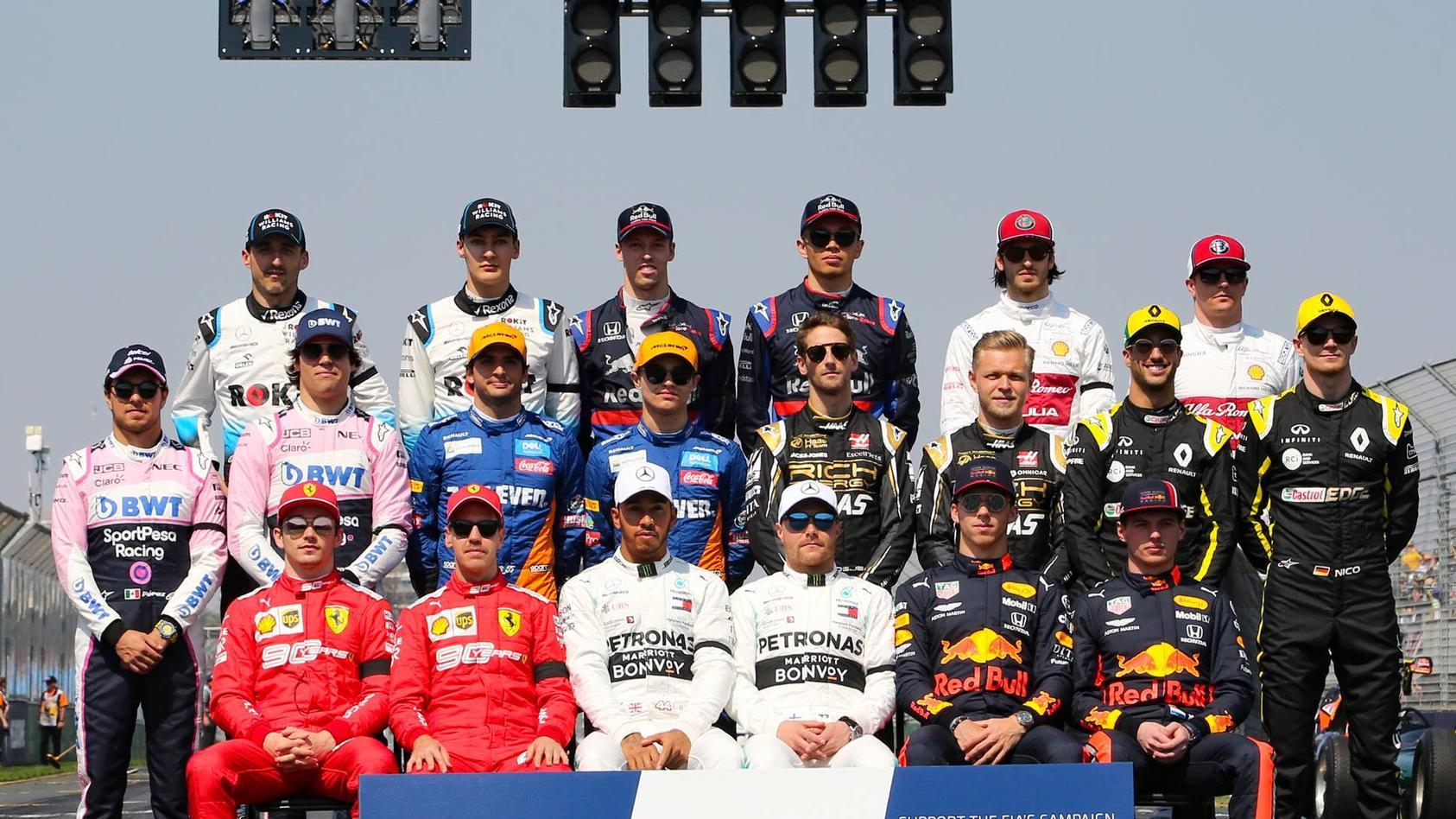 Es gibt drei Weltmeister, drei Debütanten und ein Comeback nach acht Jahren Abwesenheit aus der Formel 1. Wer die 20 Fahrer sind, sehen Sie in unserer Galerie.