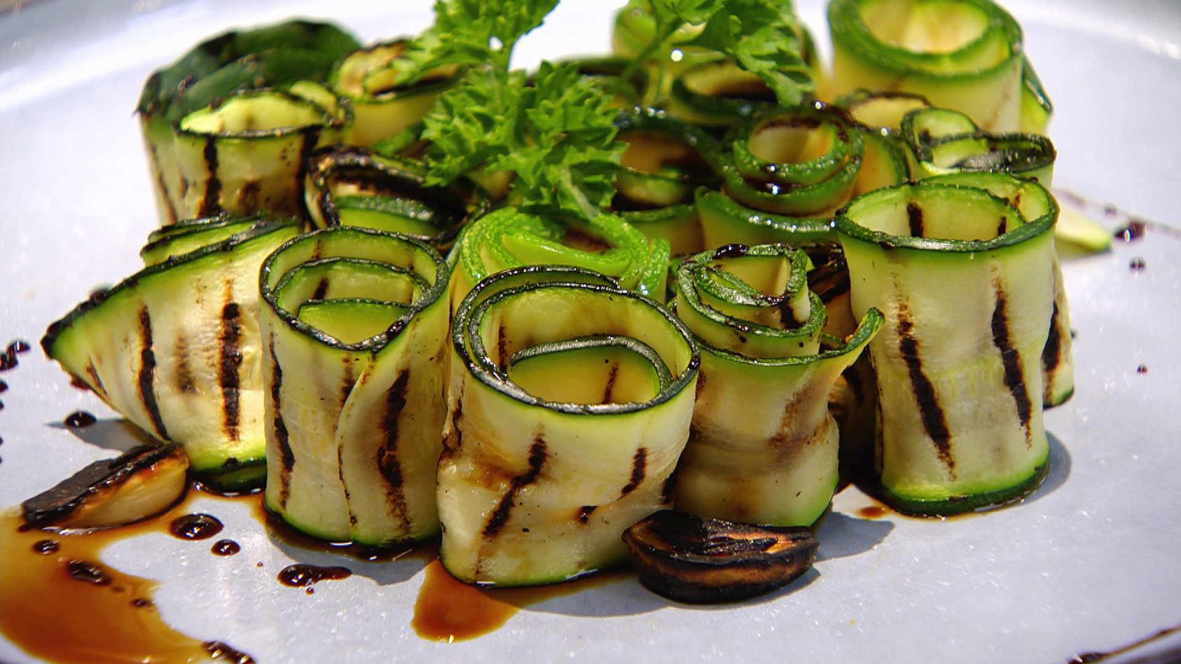 Gib mir 5! Köstliches aus nur 5 Zutaten: Gebratene Zucchinistreifen an Balsamico-Reduktion