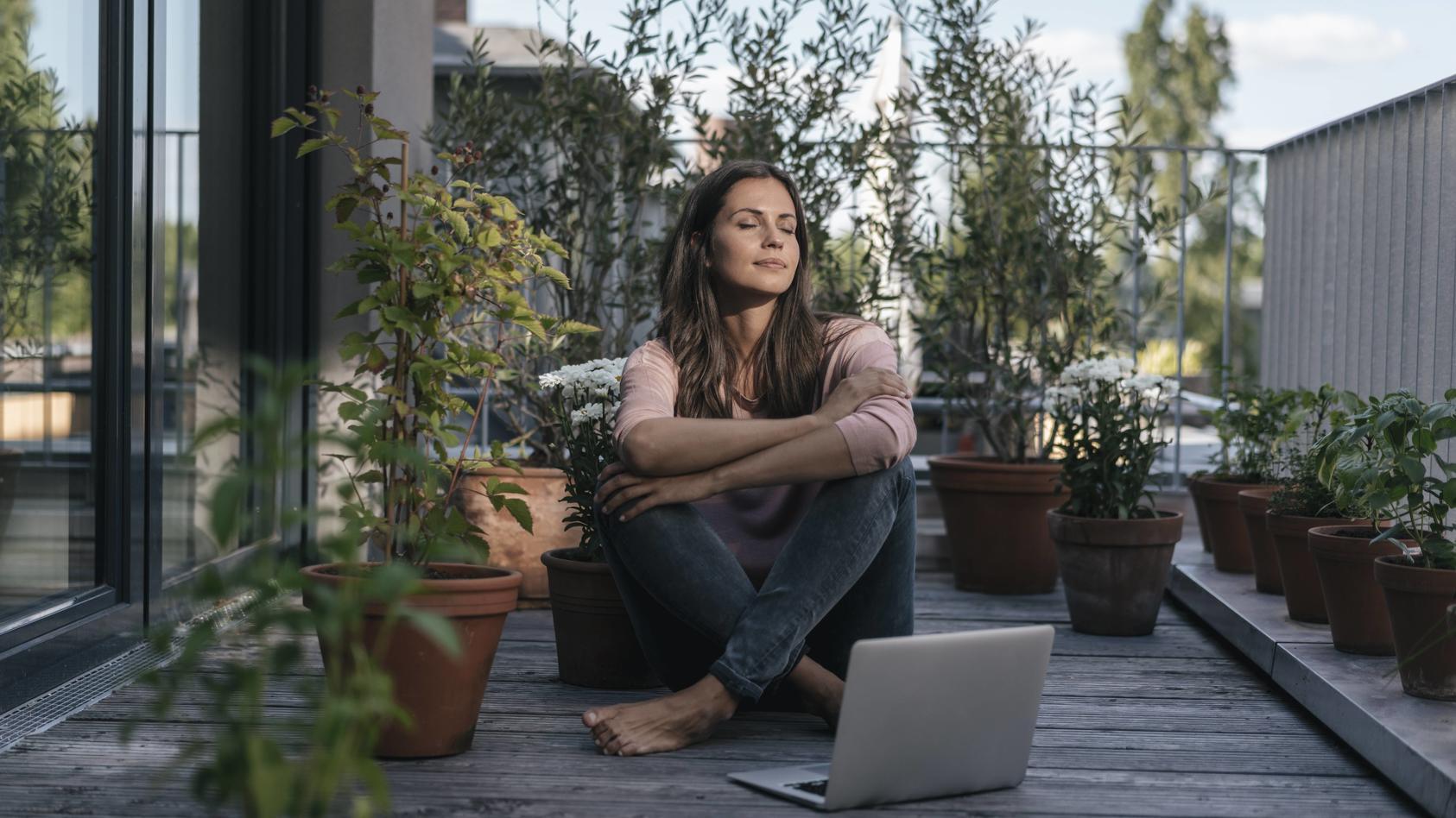 Viele Sprachenprogramme lassen sich auf dem Smartphone oder Laptop nutzen.