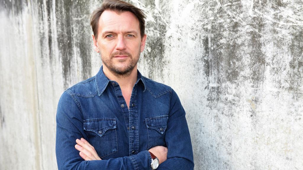 Nils Schulz spielt Robert Klee bei GZSZ.