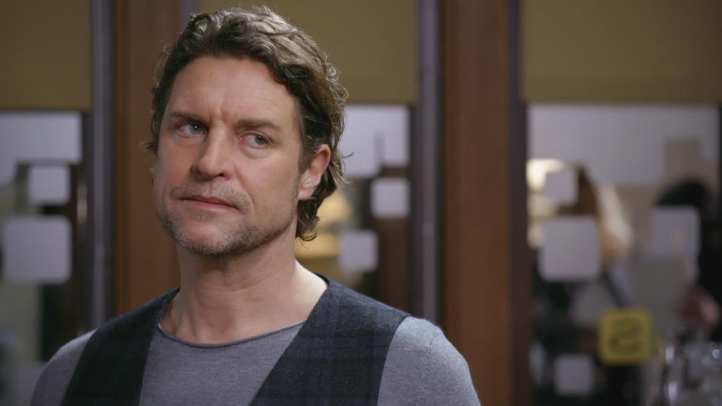 AWZ: Niclas gesteht Richard, dass er mit Simone im Bett war.