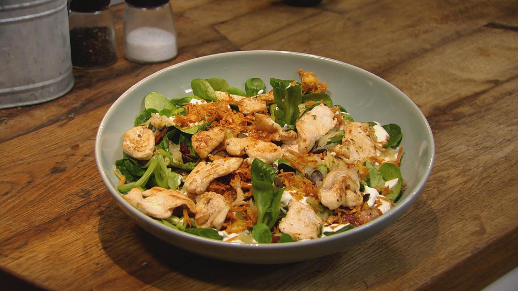 Allererste Sahne – Cremiger geht´s nicht: Salat mit Saurer Sahne und Hähnchenbruststreifen