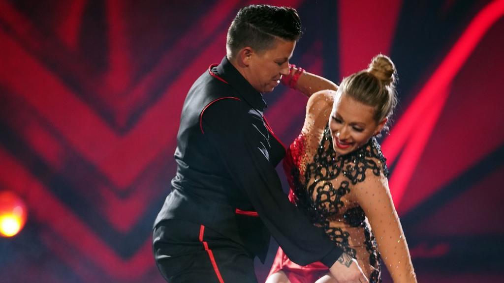 Kerstin Ott und Regina Luca tanzen Tango