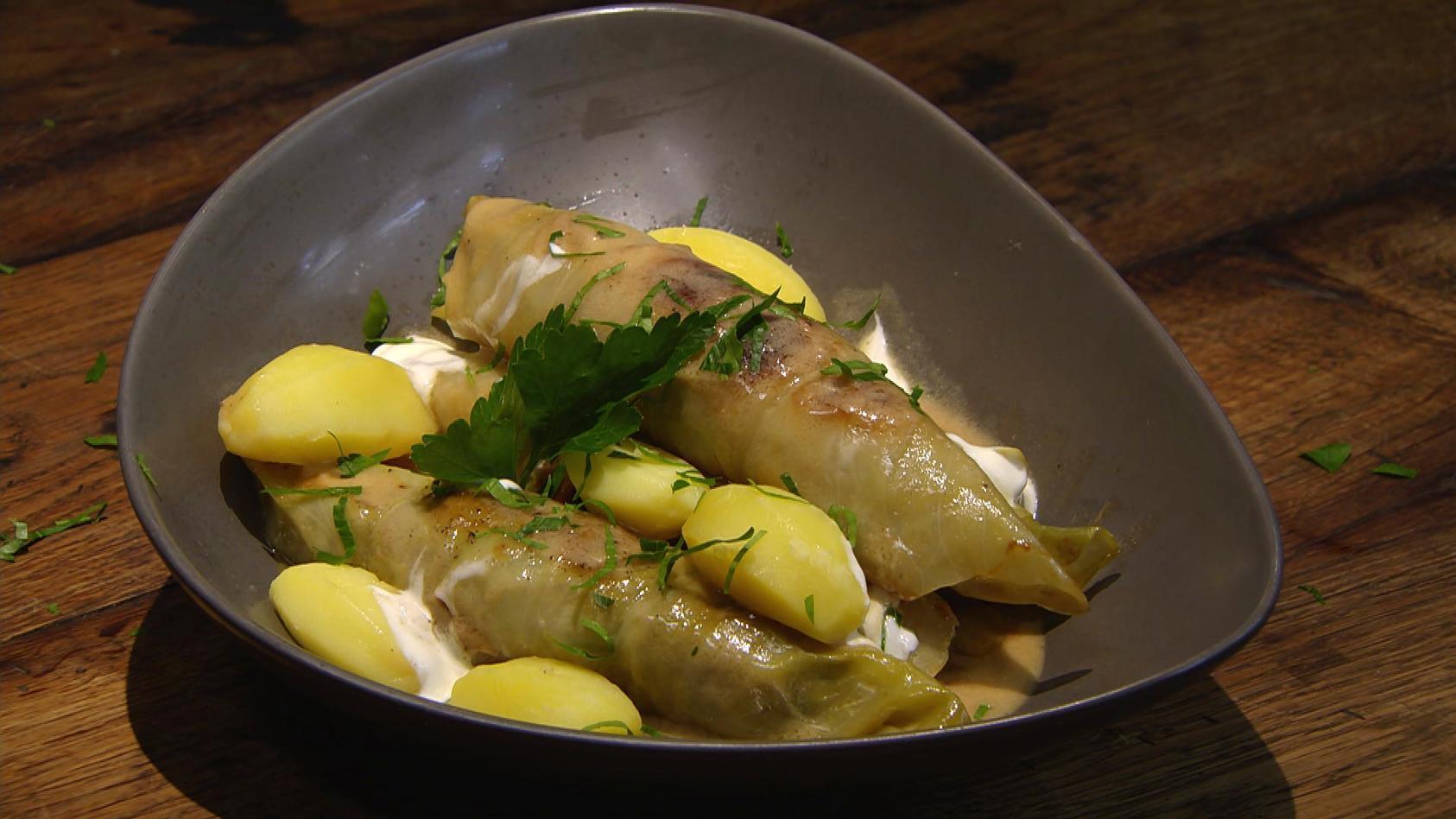 Knackiger Kohl – Satt mit dem Allrounder-Gemüse: Kohlrouladen mit Salzkartoffeln