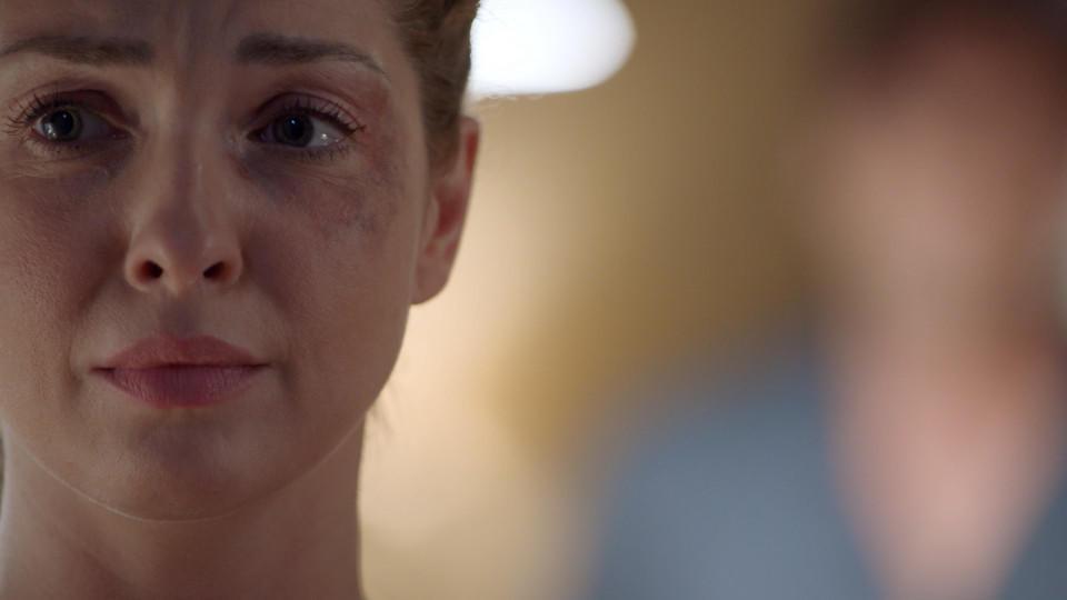 GZSZ: Nina wurde von ihrem Ex-Mann oft geschlagen.