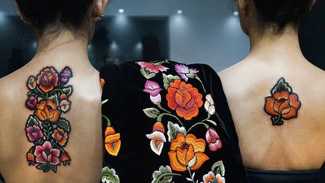 Tattoos wie gestickt: So schön sind Embroidery Tattoos!