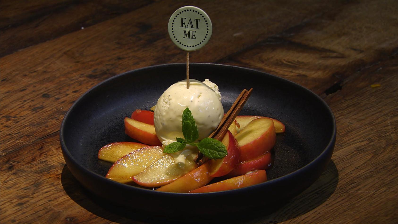 Mit 'nem Löffelchen Zimt und Zucker: Zimtäpfel mit Vanilleeis