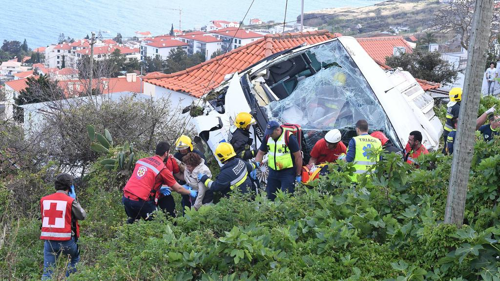 Bus accident in Madeira makes 28 dead Funchal, 04-17-2019 - Accident with bus in Madeira makes 28 dead confirmed. He got off to Canico after the Quinta Esplendida Hotel. (Rui Silva / Aspres / Global Images) PUBLICATIONxINxGERxSUIxAUTxONLY RuixSilva
