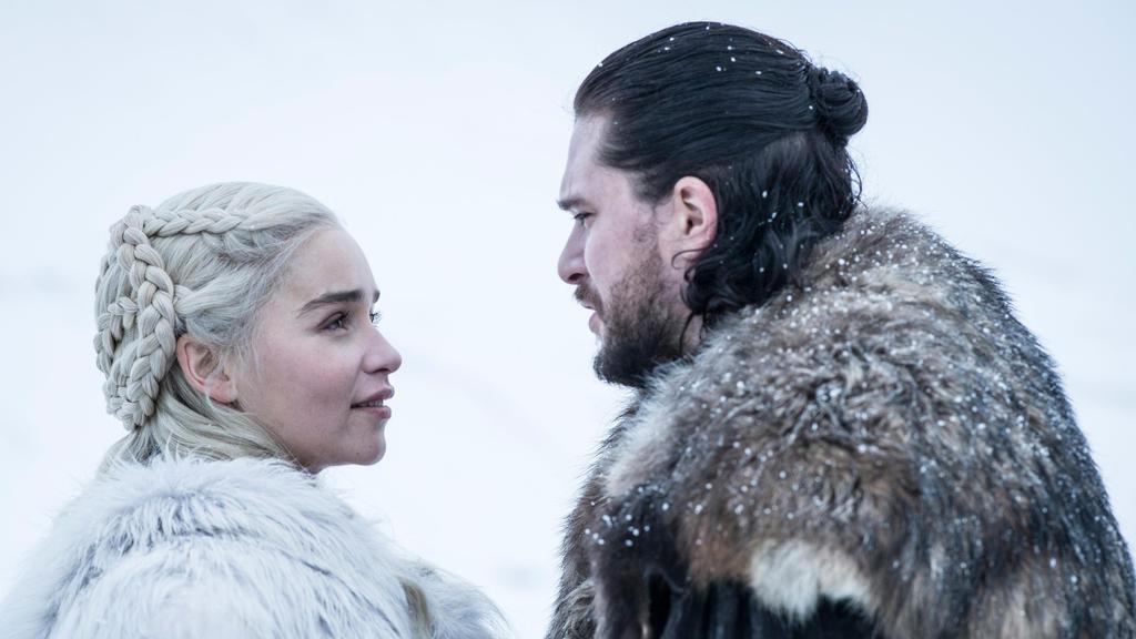 """Emilia Clarke als Daenerys Targaryen und Kit Harington als Jon Snow in der achten Staffel von """"Game of Thrones""""."""