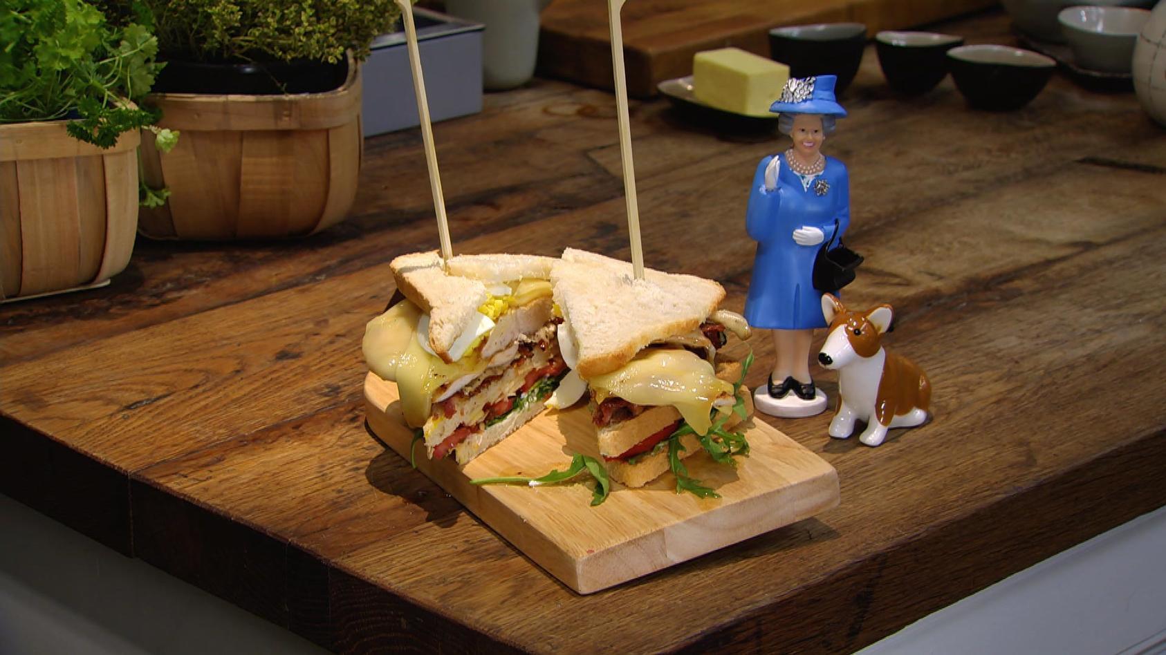 God save the Queen – Ein Tag in Großbritannien: Käse-Club-Sandwich mit Hähnchenbrust