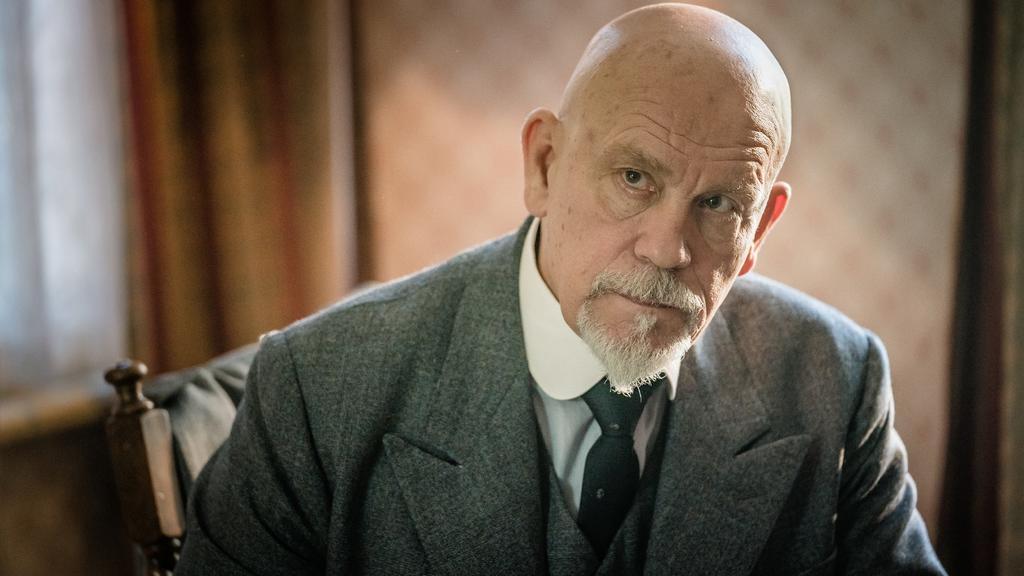 """John Maölkovich schlüpft in """"Die Morde des Herrn ABC"""" in die Rolle des Privatdetektivs Hercule Poirot"""