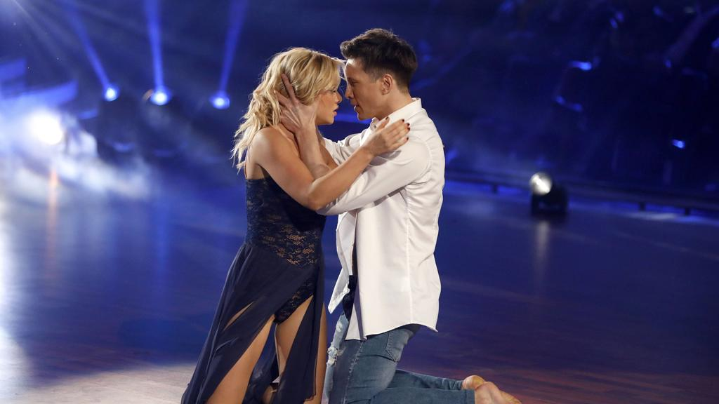 Evelyn Burdecki und Evgeny Vinokurov in der 3. Live-Show der 12. Staffel der RTL-Tanzshow Let s Dance im MMC Coloneum. Köln, 05.04.2019 *** Evelyn Burdecki and Evgeny Vinokurov in the 3 live show of the 12 season of the RTL dance show Let s Dance at