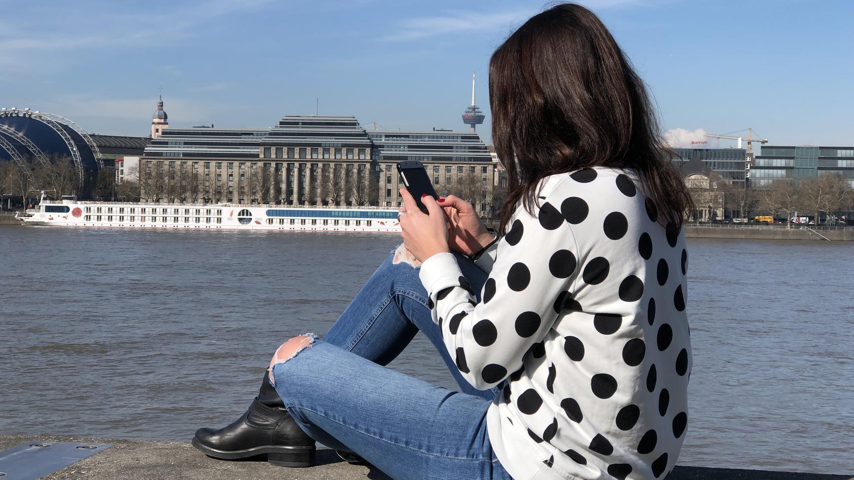 Tina Tinderina sucht per Dating-App ihren Traumprinzen.