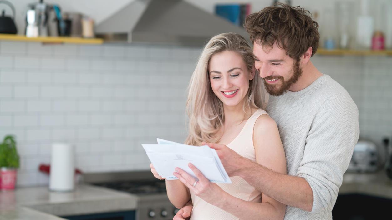 Wenn eine Hochzeitseinladung ins Haus flattert, gilt es, ein paar Dinge zu beachten.