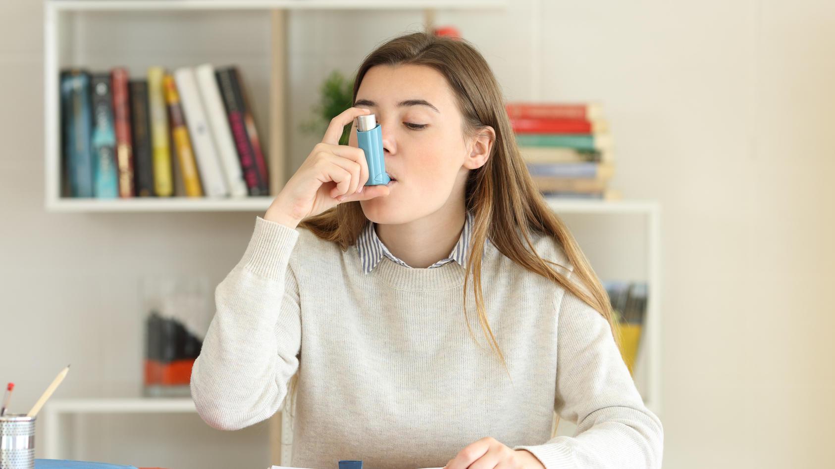 An diesen Symptomen erkennen Sie Asthma.