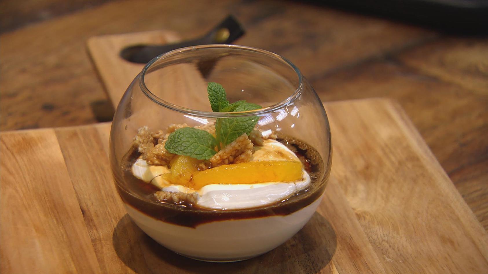 Ab in den Urlaub! Kulinarische Grüße aus Griechenland: Griechischer Joghurt mit Kaffeesirup