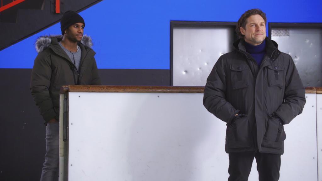 AWZ: Moritz kommt zu Niclas in die Eishalle.