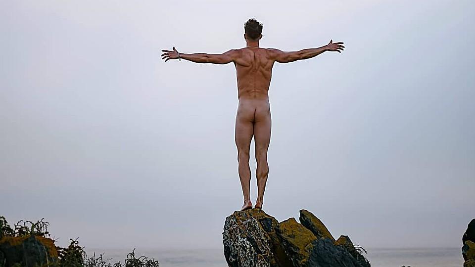 Total nackt und ein absoluter Hingucker – so zeigt sich der Bachelorette-Boy in seinem Post.