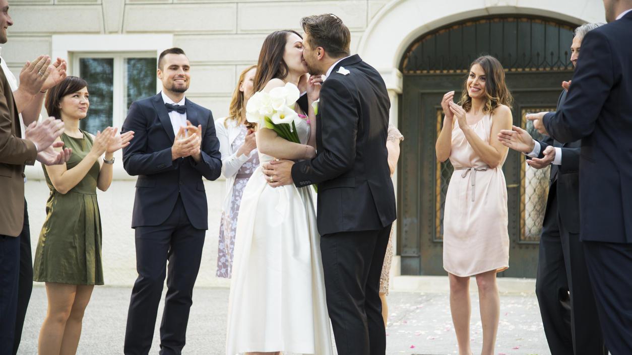 Hochzeitsknigge für Gäste: Das Outfit