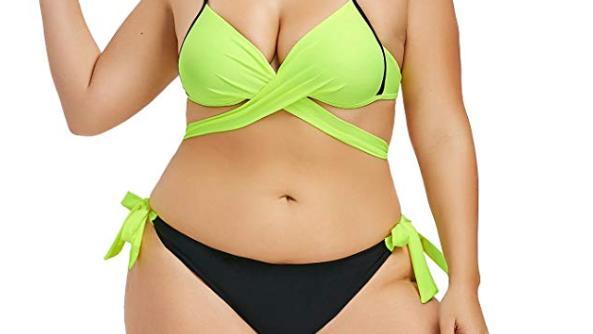 Frau mit Criss-Cross-Bikini
