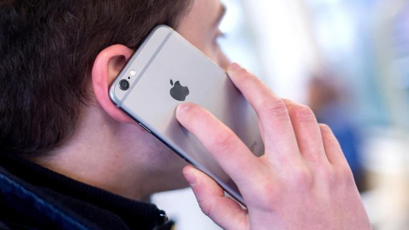 Das Smartphone hat den Festnetzapparat in Deutschland erstmals überrundet.