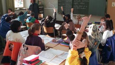 Berlin: Gemeinsam besuchen türkische und deutsche Schüler die Klasse 4A der Hermann-Sander-Grundschule in Berlin-Neukölln. Bislang gab es für muslimische Kinder keinen Religionsunterricht an den Schulen. Das ist nach einer Entscheidung des Oberverwal