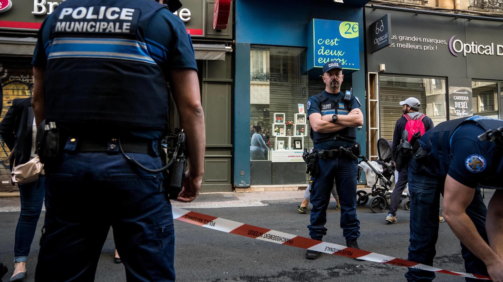Frankreich Explosion in der Innenstadt von Lyon Pressekonferenz von Bürgermeister Gerard Collomb M