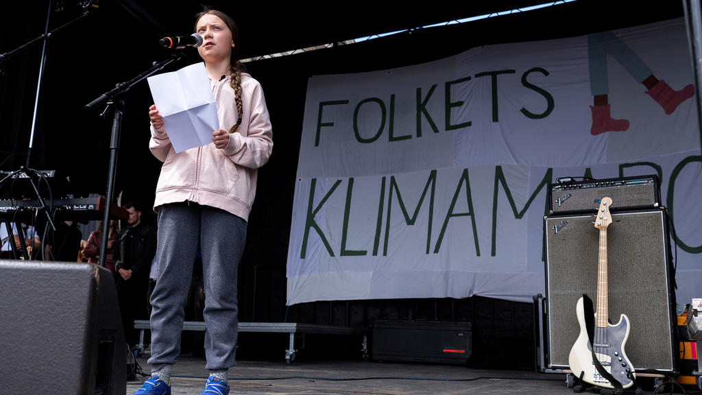 Swedish climate activist Greta Thunberg speaks to attendees of the People's Climate March (Folkets Klimamarch) in front of Christiansborg Palace in Copenhagen, Denmark May 25, 2019. Ritzau Scanpix/Claus Bech via REUTERS ATTENTION EDITORS - THIS IMAGE