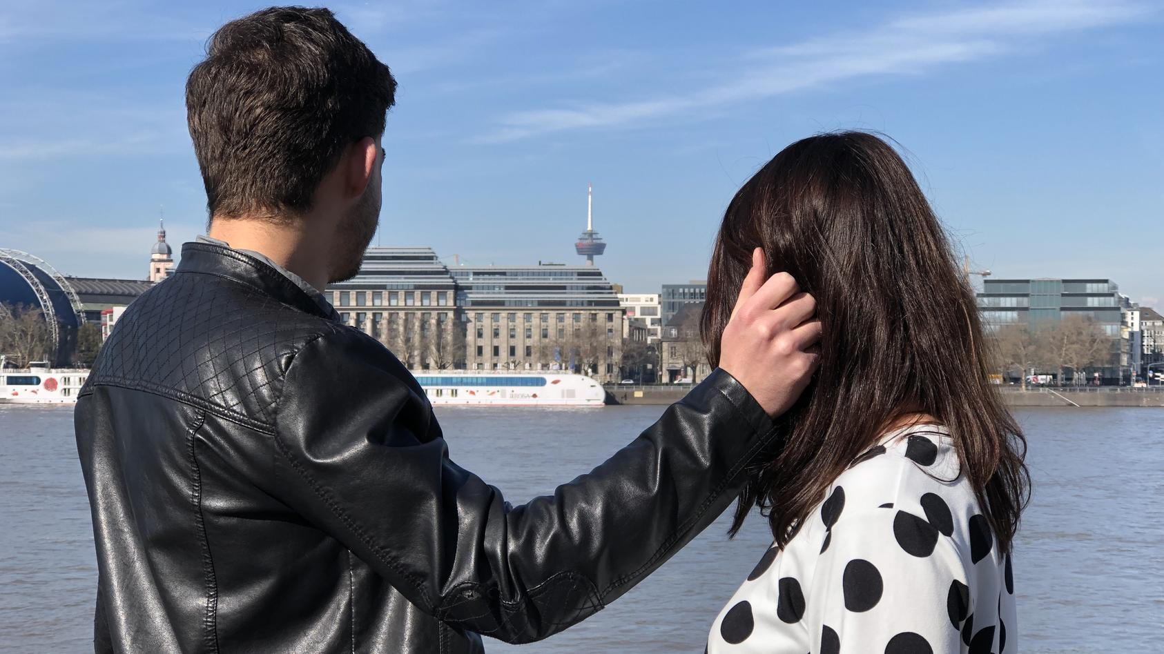Kolumnistin Tina Tinderina sucht per Dating-App einen Freund.