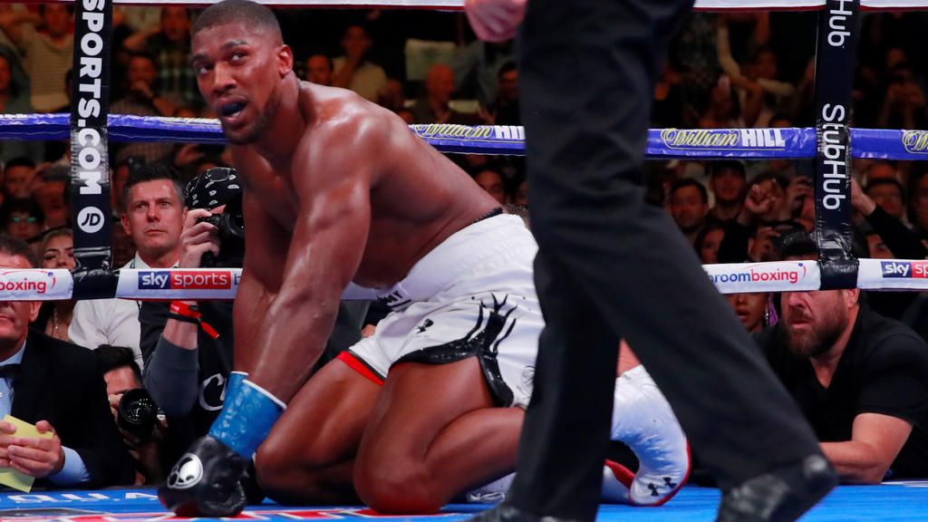 Boxing - Anthony Joshua v Andy Ruiz Jr - WBA Super, IBF, WBO & IBO World Heavyweight Titles - Madison Square Garden, New York, United States - June 1, 2019   Anthony Joshua is given the count  Action Images via Reuters/Andrew Couldridge       TPX IMA