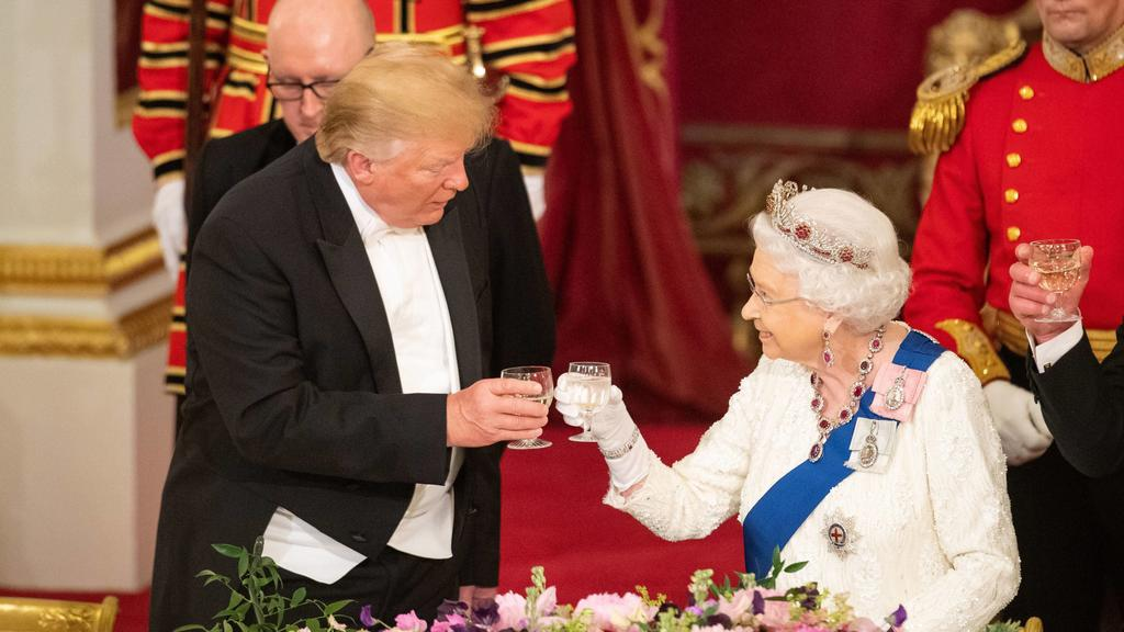 Entertainment Bilder des Tages Entertainment Bilder des Tages  . 03/06/2019. London, United Kingdom. Queen Elizabeth II and President Trump at a State Banquet at Buckingham Palace in London on the first day of the PresidentÕs State Visit to the UK PU