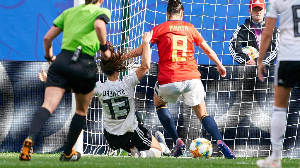 Sara DÄBRITZ, DFB 13 scores, shoots goal for 1-0 GERMANY - SPAIN Women FIFA World Cup, WM, Weltmeisterschaft, Fussball France Season 2018/2019, June 12, 2019 in Valenciennes, France. Photographer: Peter Schatz