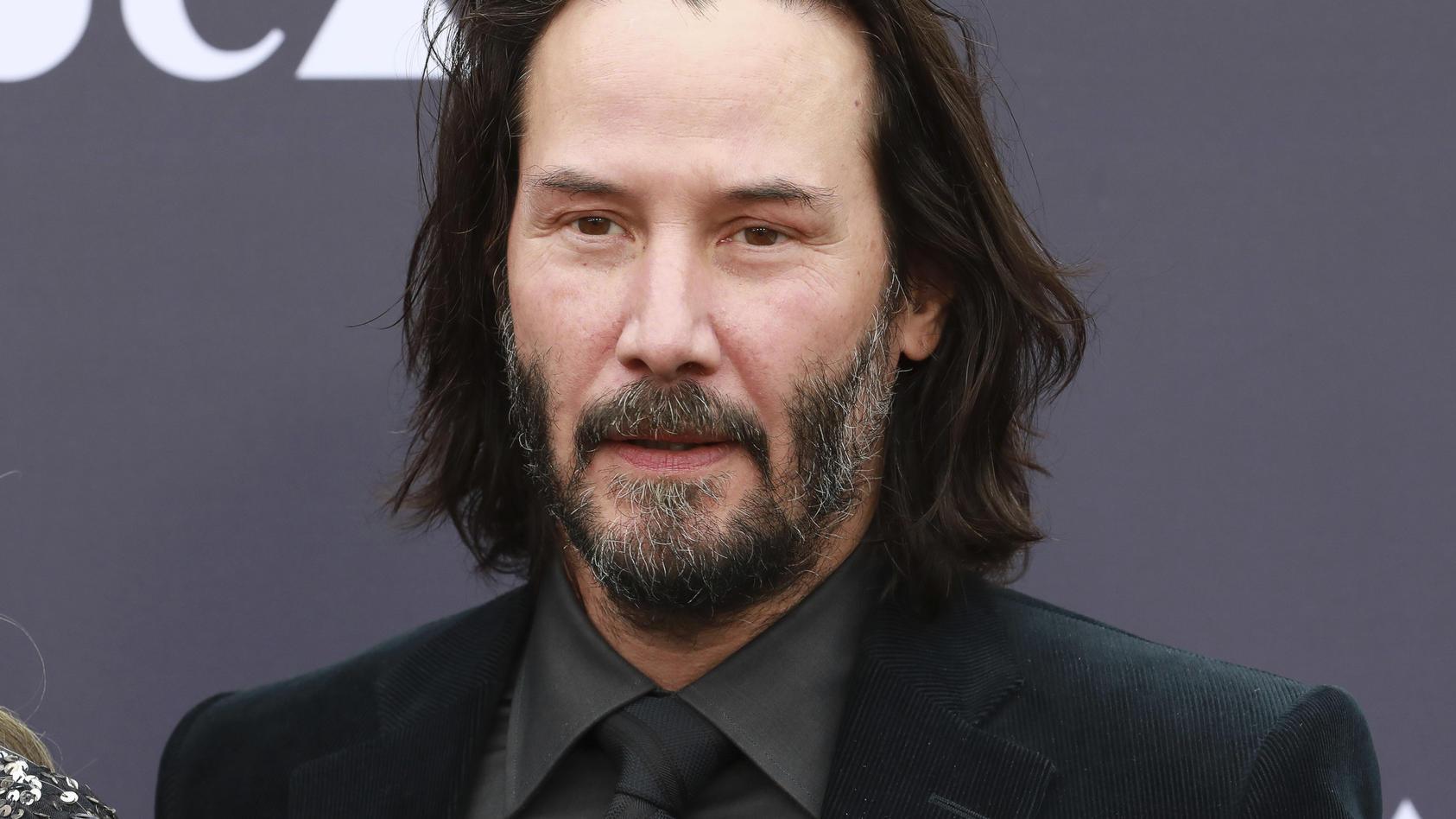 """Keanu Reeves hat sich für den Film """"Bill und Ted 3"""" verwandelt."""