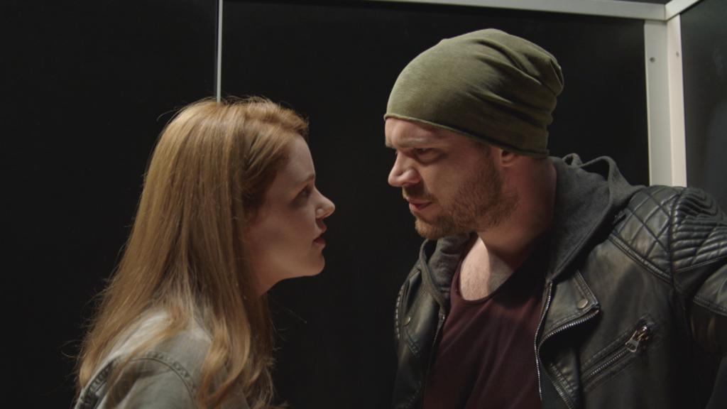 Toni stellt Erik zur Rede.
