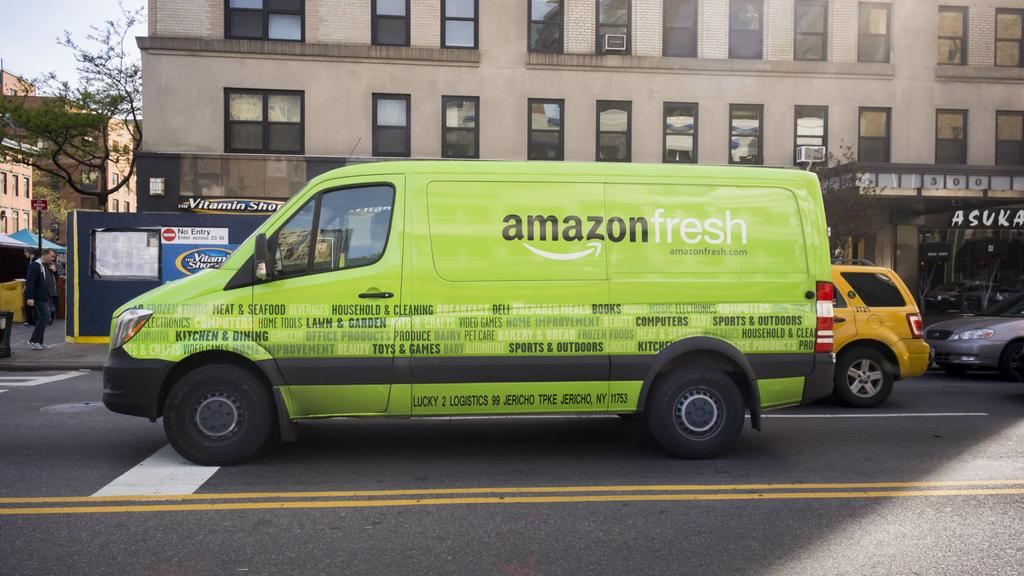 Amazon Fresh in New York An Amazon Fresh grocery delivery service van in Chelsea in New York on Wednesday, Saturday, April 30, 2016. Online grocery deliveries is considered to be one of the hottest segments of retail. ( PUBLICATIONxNOTxINxUSAxUK Rich