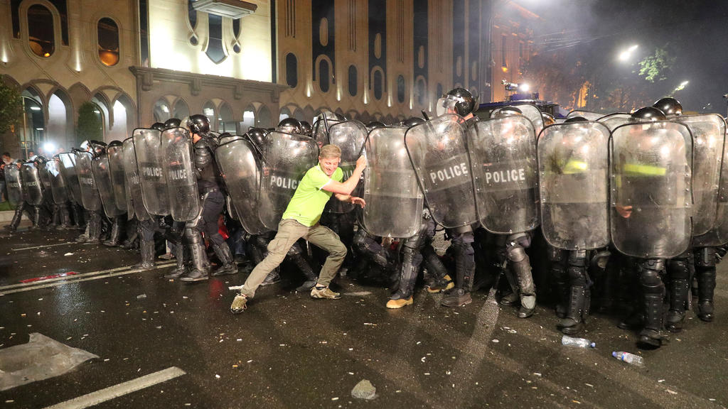 Riot policemen block a protester during a rally against a Russian lawmaker's visit in Tbilisi, Georgia June 21, 2019. REUTERS/Irakli Gedenidze