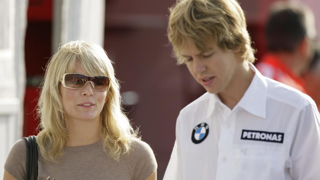 Der deutsche BMW-Sauber-Testpilot Sebastian Vettel (r) mit seiner Freundin Hanna Prater im Fahrerlager am zweiten Trainingstag beim Großen Preis von Italien am 09.09.2006 in Monza, Italien. Foto: Günter Schiffmann +++(c) Picture-Alliance / ASA+++