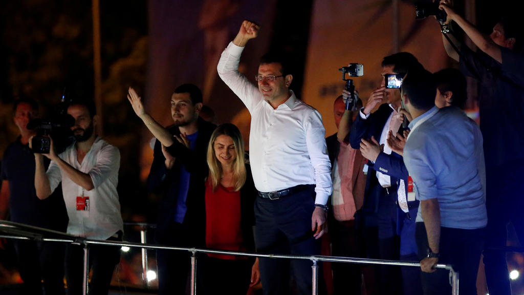 Ekrem Imamoglu, mayoral candidate of the main opposition Republican People's Party (CHP), holds a rally in Beylikduzu district, in Istanbul, Turkey, June 23, 2019. REUTERS/Kemal Aslan     TPX IMAGES OF THE DAY