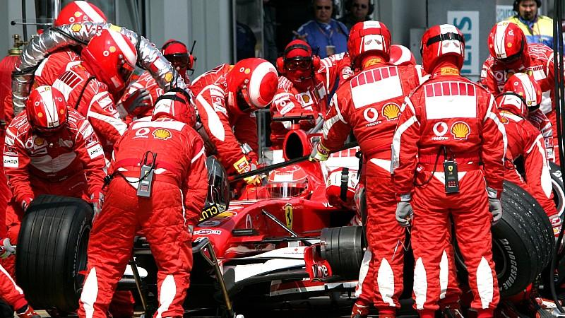 German Formula One driver Michael Schumacher of Scuderia Ferrari F1 team during the pit stop at the European Grand Prix at the Nuerburgring circuit, near Nuerburg Germany, Sunday 07 May 2006. Photo: Roland Weihrauch +++(c) dpa - Bildfunk+++