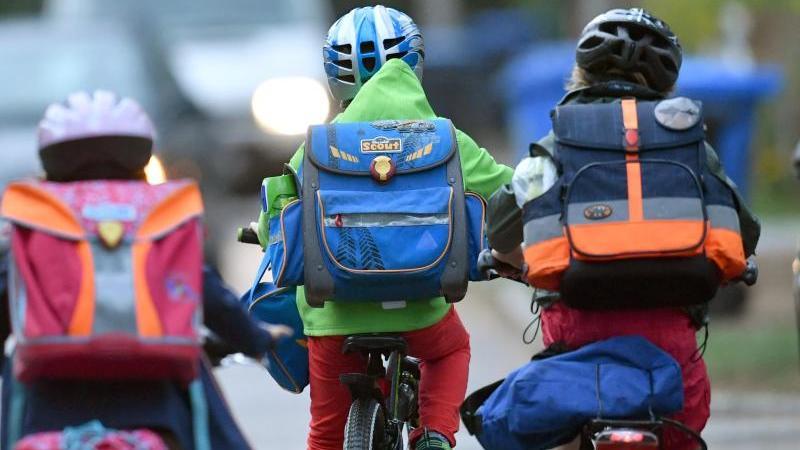 Sicherheit geht vor - aber eine Altersbeschränkung für den Schulweg auf dem Rad gibt es nicht.