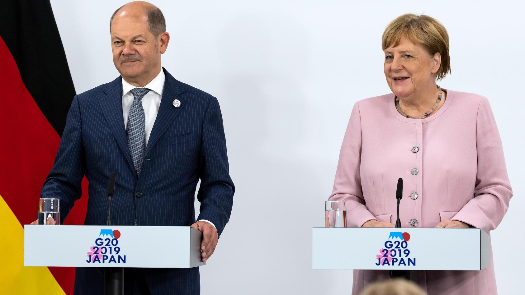 Olaf Scholz und Angela Merkel bei der abschließenden Pressekonferenz zum G20-Gipfel in Osaka