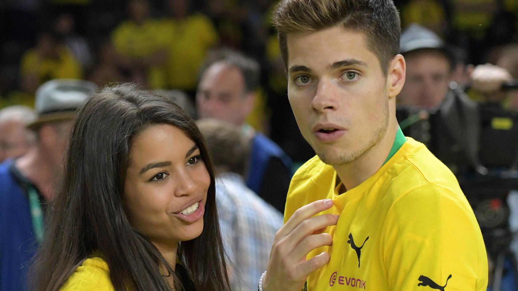 Julian Weigl und seine Verlobte Sarah Richmond treten bald vor den Traualtar