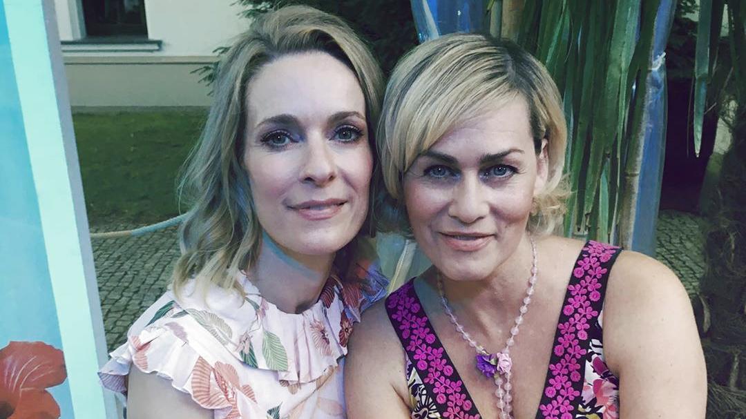 Gesine Cukrowski und Lisa Martinek zusammen am Abend vor ihrer Italienreise.